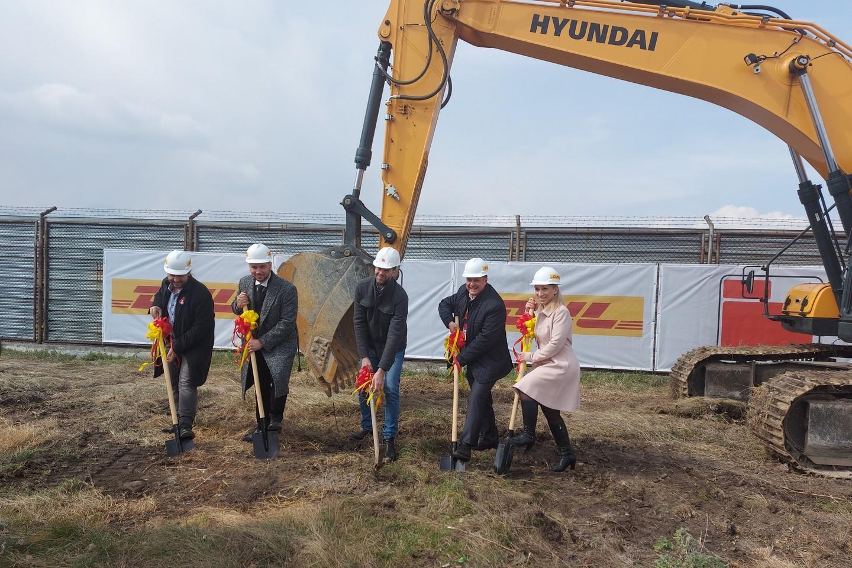 Първа копка на новата логистична база на DHL Freight в София.