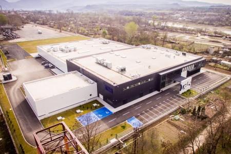 Производствена и складова сграда за токозахранващи системи с офиси